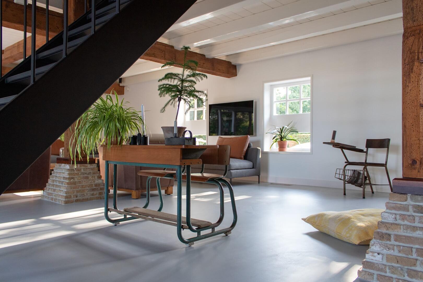 vloer van microcement in woonkamer